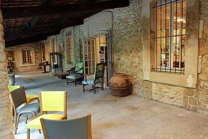 L isle sur la sorgue ses villages d antiquaires for Hotels isle sur la sorgue