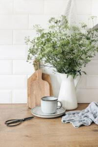 Utiliser un objet trouvé en vide-greniers comme vase original