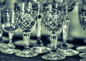 Read more about the article Verres, vases… comment chiner des objets en cristal ?
