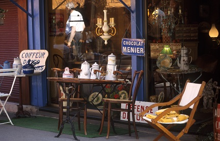 Puces De St-Ouen flea market. Saint-Ouen is home to the Paris flea market, the highest concentration of antique dealers and second-hand furniture dealers in the world. The flea market (march? aux puces) is held every Saturday, Sunday, and Monday; because of this high frequency, compared to other flea markets, it has tended to consist only of professionals who rent their spot for a minimum term of three years.